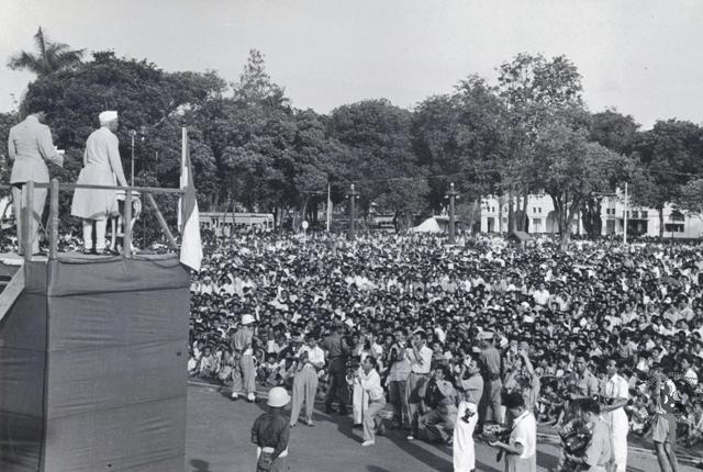 Jawaharlal_Nehru_addressing_a_mass_meeting_in_Indonesia