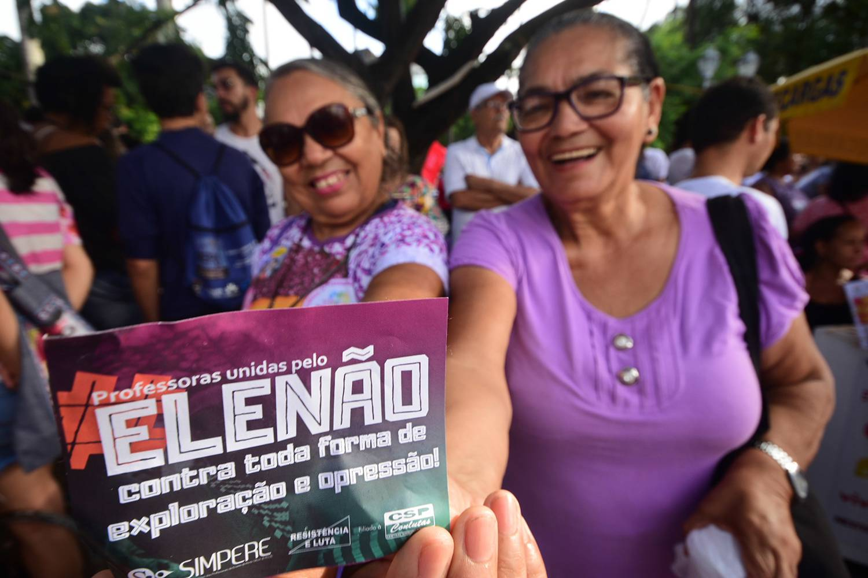 politica-protesto-elenao-brasil-20180929-profesoras-elenao